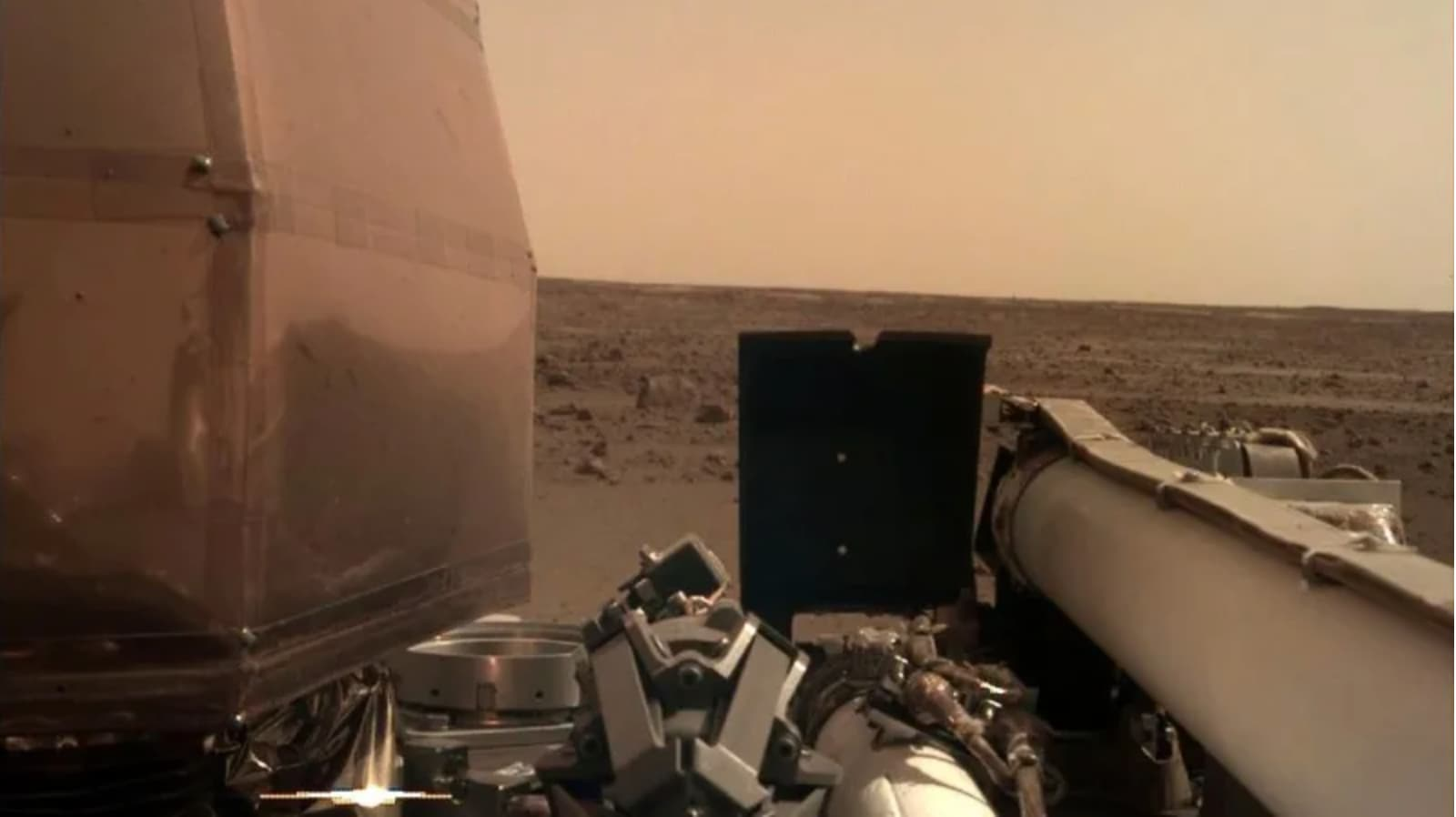 NASA's Lander InSight lands on Mars and has sent us two photos