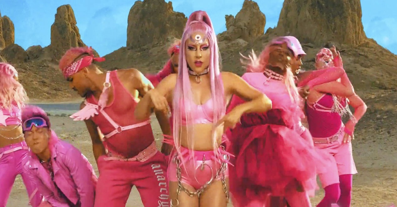 Lady Gaga's new video clip, recorded with a telephone: guess which one?