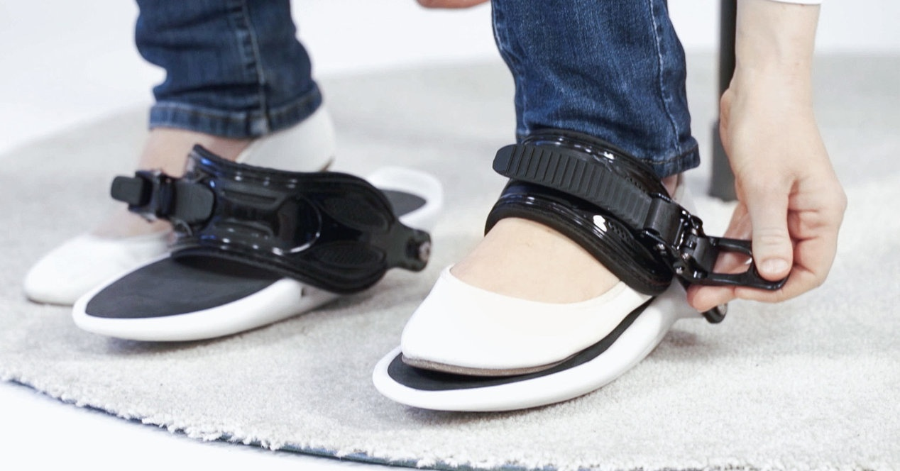 Cybershoes, the walking shoes in virtual reality